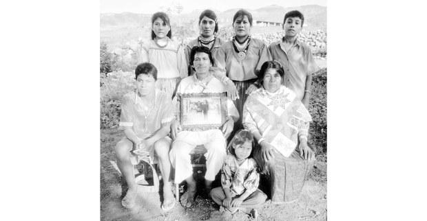2---Lazaro-Cardenas-en-famille,-Tuxpan-de-Bolaños,-1995.jpg