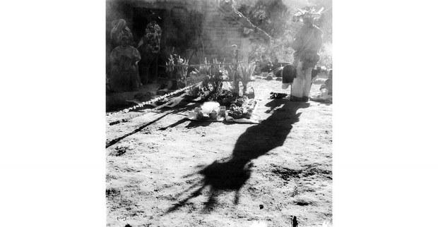 24---Porteur-d'ombre,-cérémonie-Tatei-neixa,-Los-Cerritos,-2012.jpg