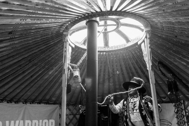Standing Strong, álbum fotográfico sobre la resistencia contra el oleoducto Dakota Access, 2016-2017). Foto: Josué Rivas