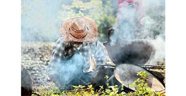 Cocinando en la milpa del barrio de Santo Domingo, Tepoztlán. Foto: Daniela Garrido Méndez