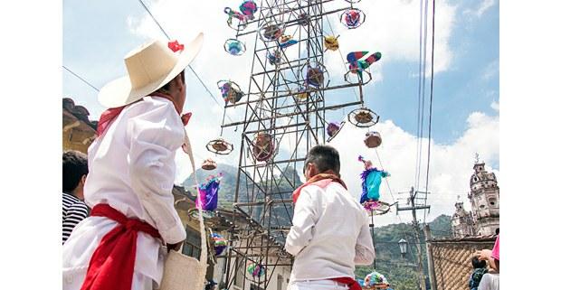 Preparando el castillo, Tepoztlán. Foto: Daniela Garrido Méndez