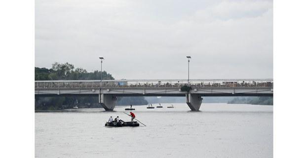 Una multitud de migrantes colma el puente internacional sobre el río Suchiate, octubre de 2018. Foto: Víctor Camacho/La Jornada