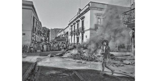 Revuelta, Oaxaca de Juárez, 2006. Foto: Antonio Turok