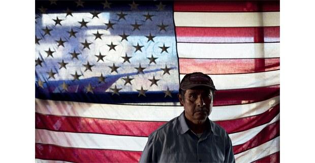 Migrante deportado de Estados Unidos luego de ser agredido por jovenes estadunidenses, Tijuana, Baja California. Foto: Alfredo Domínguez / La Jornada