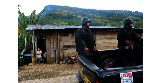 Policías estatales patrullan Aldama, Chiapas