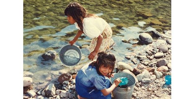 Niñas makurame en el río. Foto: Francisca Gastélem