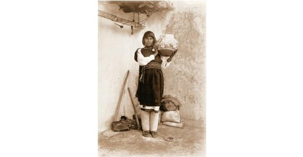 María Histia, una de las grandes ceramistas pueblo. Foto: Adam Clark Vroman, 1900