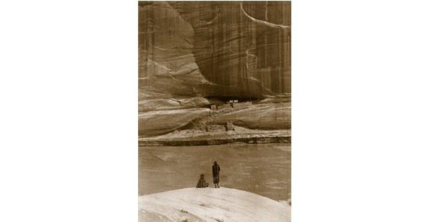 """""""A solas con el pasado"""" en Casa Blanca, poblado de los antiguos anasazi (600-1300). Foto: Roland Reed, 1913."""