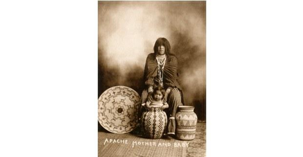 Madre y niño apaches, San Carlos, Arizona. Foto: Anónimo, c. 1900
