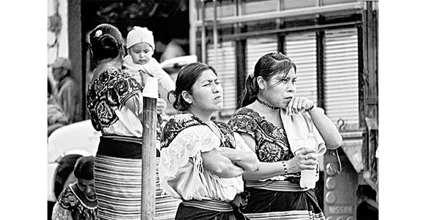 Mujeres tzeltales, Ocosingo. Foto: Mario OIarte