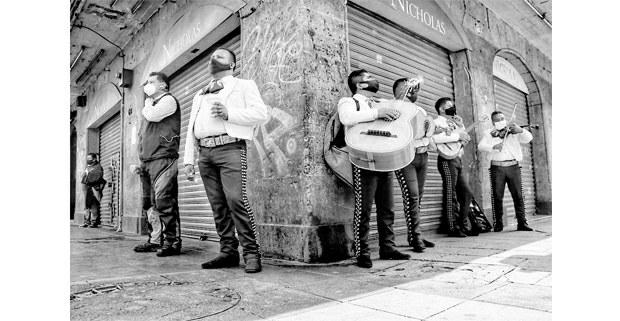 Mariachi ameniza las calles del centro de Cdmx en días de la pandemia, agosto de 2020. Foto: Mario Olarte