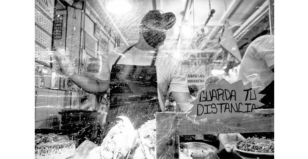 La sana distancia de los tacos de Chivo, Mercado de Jojutla, 2020. Foto: Mario Olarte