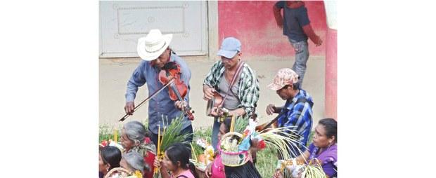Músicos huastecos en Huayacocotla, Veracruz, 2020. Foto: Radio Huayacococtla