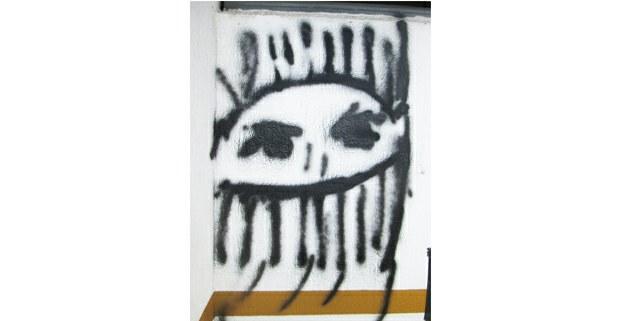 Pinta en la fachada del Instituto Nacional de Pueblos Indígenas, CDMX, 2021. Foto: Ojarasca