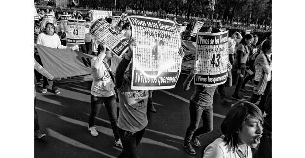 Marcha por la presentación con vida de los 43 normalistas de Ayotzinapa, Ciudad de México. Foto: Mario Olarte